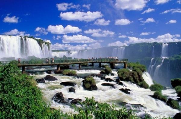 Tuyệt vời 5 thác nước tự nhiên đẹp nhất thế giới - 1