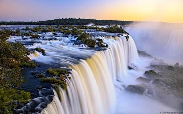 Tuyệt vời 5 thác nước tự nhiên đẹp nhất thế giới - 2
