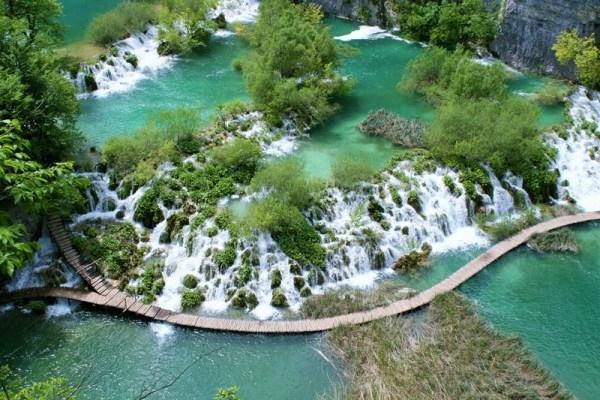 Tuyệt vời 5 thác nước tự nhiên đẹp nhất thế giới - 10