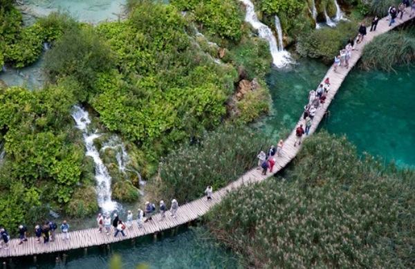 Tuyệt vời 5 thác nước tự nhiên đẹp nhất thế giới - 11
