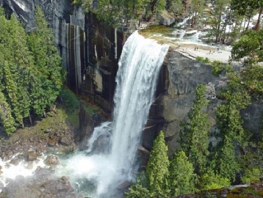 Tuyệt vời 5 thác nước tự nhiên đẹp nhất thế giới - 13