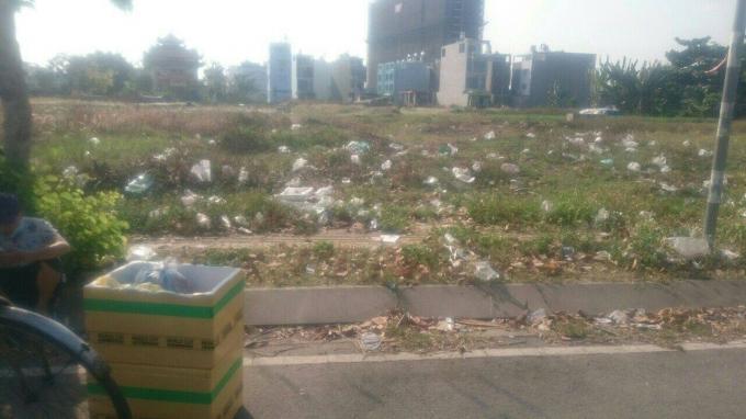 Hinh ảnh Dự án 12,28 ha bị thu hồi sau 15 năm để cỏ mọc và trở thành nơi chứa rác, trong khi người dân không được tái định cư, không được bồi thường thỏa đáng.