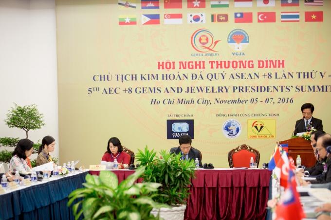 Image result for Hình ảnh Lý Nhã Kỳ tham dự Hội nghị thượng đỉnh Chủ tịch kim hoàn đá quý Asean + 8 lần thứ V 2016