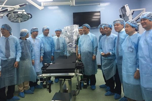 Hội đồng thẩm định khu phẫu thuật công nghệ cao BV Bình Dân. Ảnh: Sở Y tế TP HCM.
