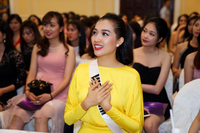 Phạm Hương ngẫu hứng đọc ráp cùng Lệ Hằng, Trà My