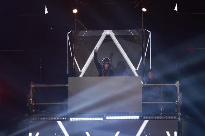 DJ Wang Trần gây náo loạn Phố đi bộ Nguyễn Huệ cùng bộ ba DJ quốc tế
