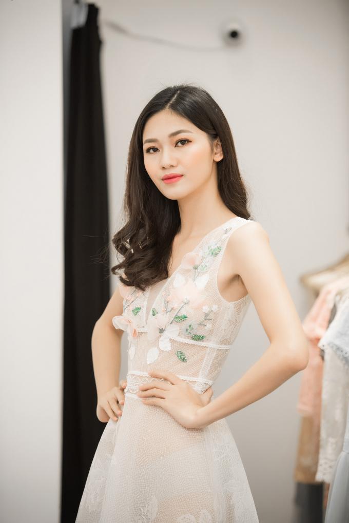 Theo đuổi mốt xuyên thấu, Á hậu Thanh Tú xinh đẹp khiến ai cũng ngẩn ngơ