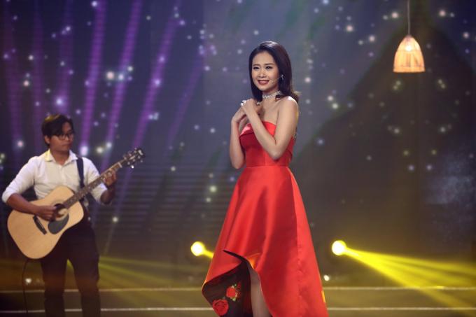 """Phương Thanh nấc nghẹn khi hát về những thân phận """"trôi sông lạc chợ"""""""