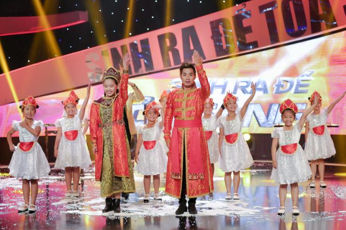 """Nguyên Khang đoạt quán quân """"Sinh ra để tỏa sáng"""" khi chơi nhạc cụ 1000 USD"""