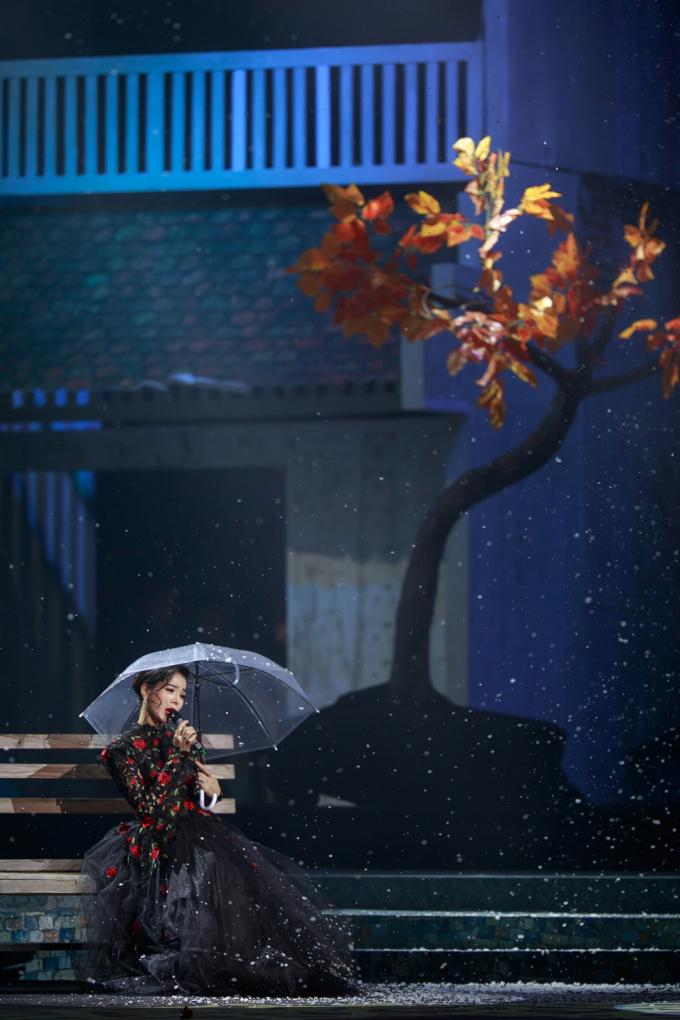 Hình ảnh Hà Nội xưa được tái hiện trên sân khấu Mùa thu vàng.