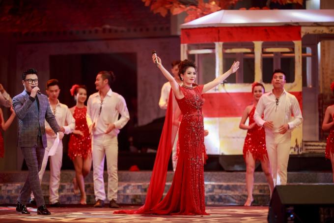 Bài Tango cho em là ca khúc kết thúc đêm nhạc ý nghĩa này của Lệ Quyên trong những ngày Hà Nội chớm sang thu.