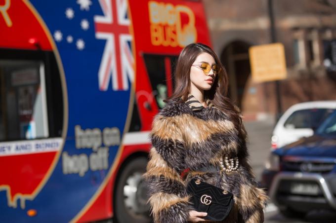 Jolie Nguyễn cuốn hút trên đường phố Sydney phụ kiện hàng hiệu đắt đỏ
