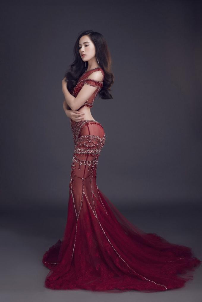 """Nữ diễn viên được mệnh danh """"Nữ hoàng nước mắt"""" của điện ảnh Việt còn thường xuyên được mời tham dự event, chụp hình quảng cáo và chụp những bộ ảnh thời trang."""