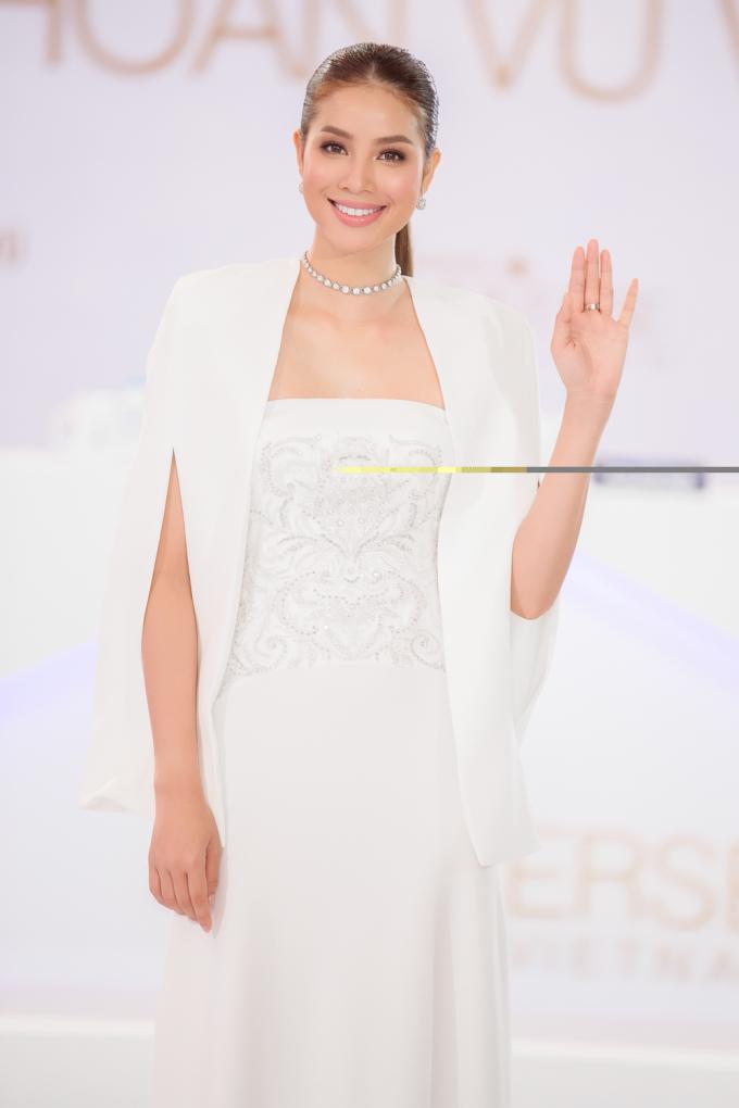 Phạm Hương từng làm người dẫn chương trình cho các sự kiện quan trọng như HTV Awards, các sự kiện của Miss Universe Vietnam...