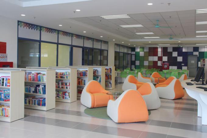 Không gian thư viện được thiết kế với phong cách trẻ trung, cùng những góc học lý tưởng luôn tạo hứng thú cho các bạn trẻ.