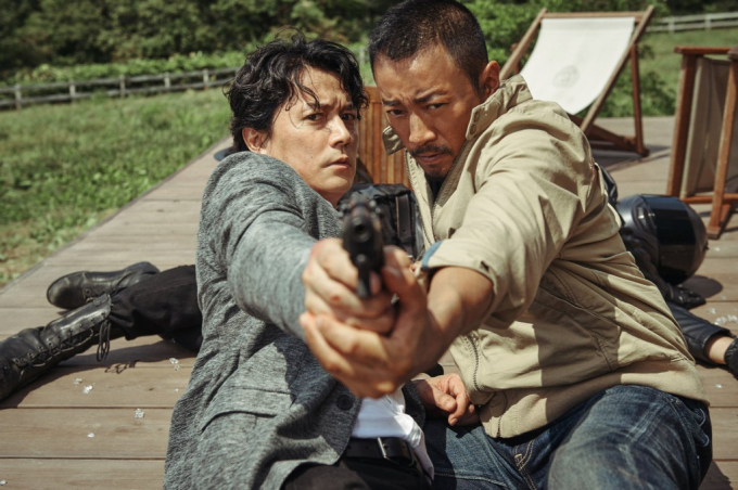 """""""Hoàng hậu Ki"""" Ha Ji Won bị soán ngôi vị nhan sắc ngay tại họp báo ra mắt """"Manhunt"""""""