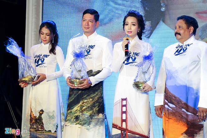Đoàn phim giao lưu với khán giả. Ảnh: Nguyễn Thành.