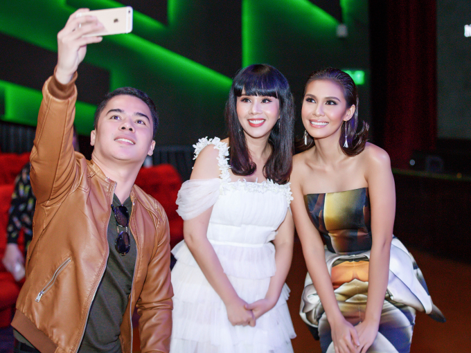 Hà Thu mặc gợi cảm hội ngộ Hoa hậu Hằng Nguyễn tại Philippines