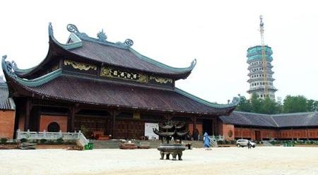 Lễ hội chùa Bái Đính thường bắt đầu từ ngày 6 tháng giêng âm lịch và kéo dài tới hết tháng ba âm lịch.