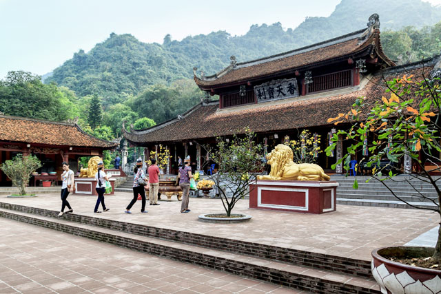 Hằng năm, lễ hội chùa Hương thường diễn ra từ khoảng tháng giêng âm lịch đến hết tháng ba âm lịch.