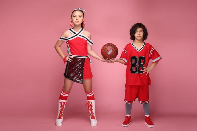 Con trai danh thủ bóng đá Kesley Huỳnh khoe dáng trong trang phục thể thao