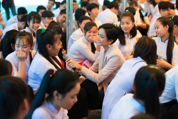 Hoa hậu H'hen Niê truyền cảm hứng trong chương trình