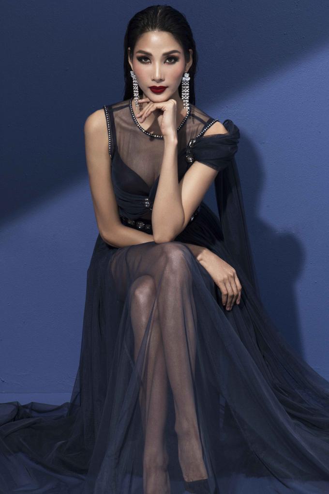 Á hậu Hoàng Thùy khoe nét đẹp cá tính và quyến rũ trong bộ ảnh mới nhất