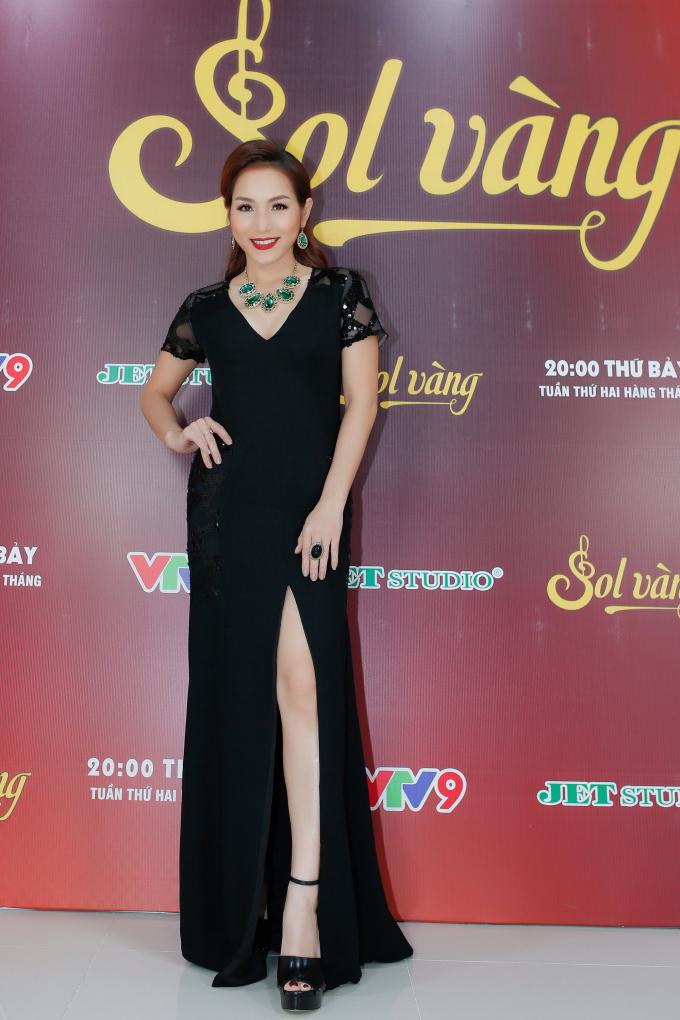 Hoàng Lê Vi.