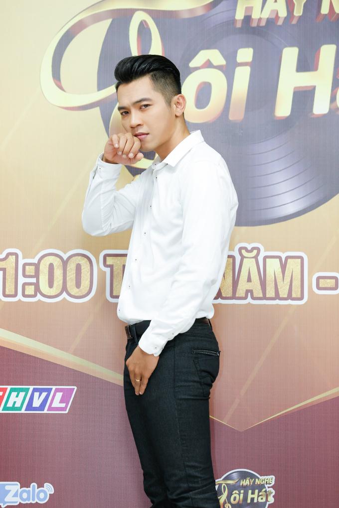 Danh ca Giao Linh hát tặng cố nhạc sĩ Nguyễn Văn Đông trên sân khấu Hãy Nghe Tôi Hát