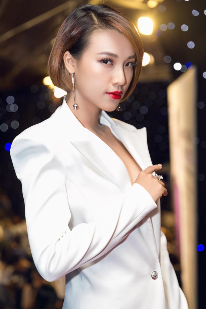 Hoàng Oanh cá tính với phong cách menswear đậm chất Dung đại ca