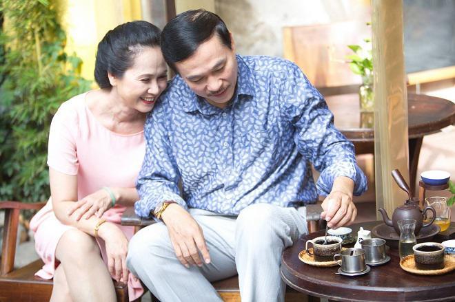 ia đình nghệ sĩ Lan Hương được gọi là gia đình vàng của showbiz Việt.