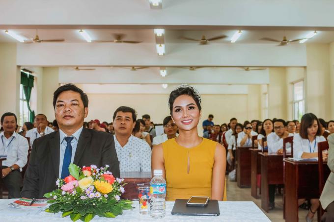 Hoa hậu H'hen Niê trở thành đại sứ giáo dục, trao học bổng 100 triệu cho sinh viên