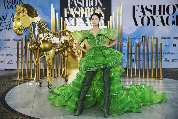 Dàn hoa hậu đọ dáng tại Fashion Voyage