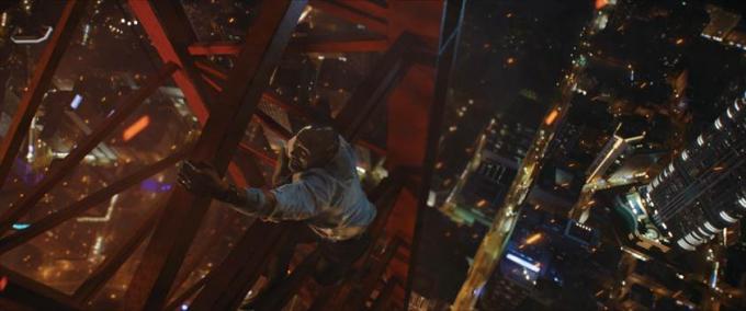 Với một chiếc chân bị tật, Will Sawyer đang cố gắng leo lên cao hết sức có thể nhằm thâm nhập vào tòa Tháp Ngọc.