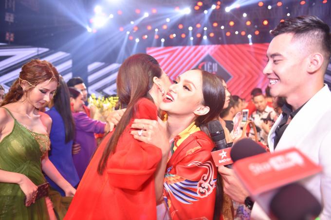 Quỳnh Hoa - Học trò của Hương Giang đăng quang ngôi vị Giải Vàng Siêu mẫu 2018