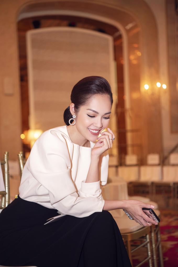 Diễn viên chia sẻ sau một thời gian dài ở nhà chăm sóc gia đình, quay trở lại showbiz cô cần phải tích cực chăm chỉ hơn, dự event, tham gia quay gameshow để tìm kiếm các cơ hội công việc.