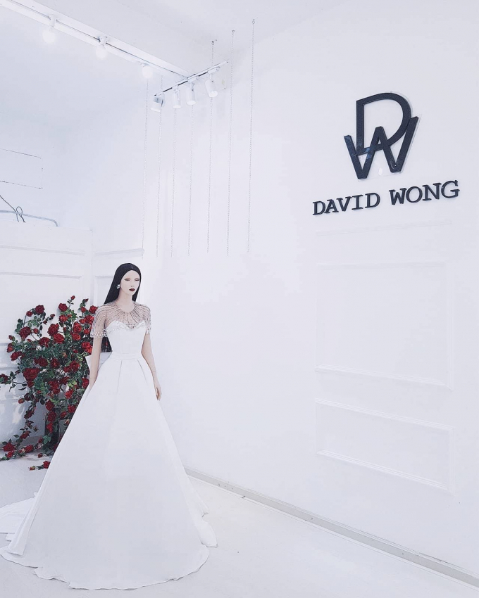 Váy cưới David Wong đặc biệt với 10.000 viên pha lê dành cho Lan Khuê