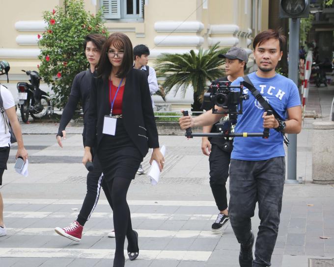 Không nhận ra Hoa hậu H'Hen Niê ở phố đi bộ Nguyễn Huệ