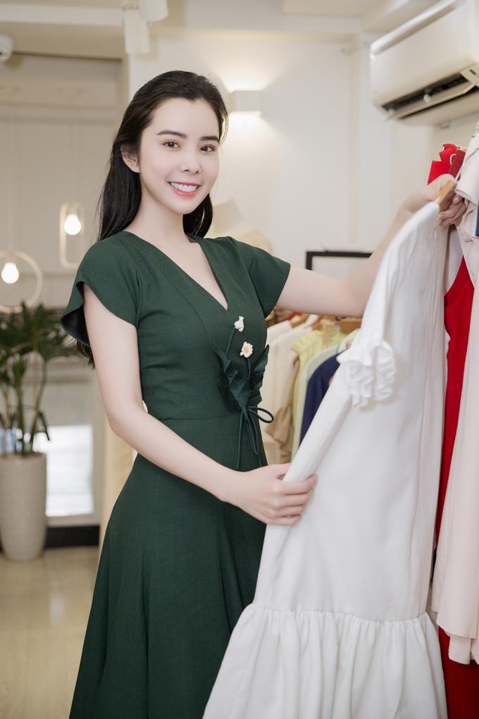 Mỗi trang phục đều mang đến những vẻ đẹp quyến rũ, gợi cảm khác nhau cho Huỳnh Vy.
