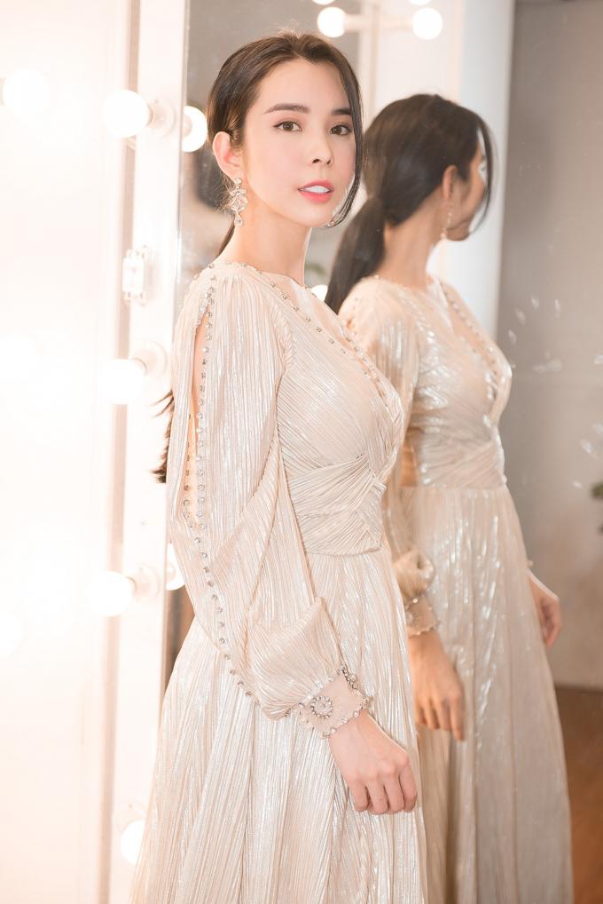 Huỳnh Vy mang 40 bộ trang phục sang Philippines tranh tài tại Miss Tourism Queen Worldwide 2018