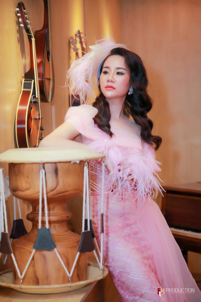 Á hậu Dương Yến Phi tỏa sáng trong vị trí vedette, đấu giá gây quỹ thành công cho đêm nhạc thiện nguyện