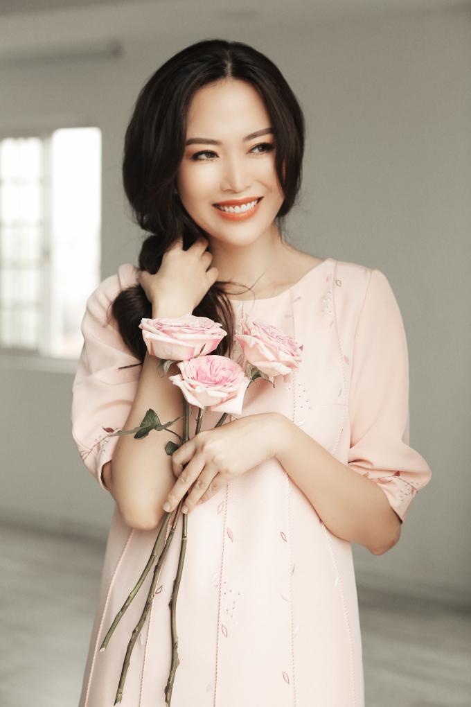 Ở tuổi 43, Hoa hậu Thu Thủy vẫn trẻ trung khiến nhiều người ghen tỵ