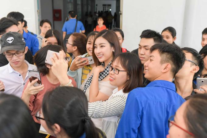 Maya hội ngộ Hoa hậu Mỹ Linh tại Nha Trang