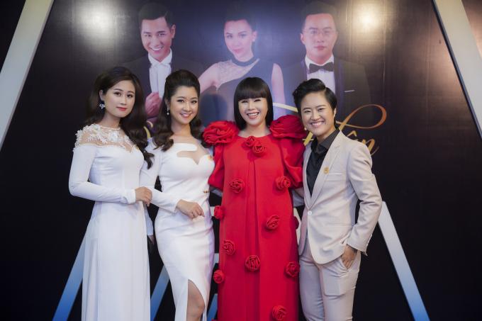Trong đêm gala với tư cách là người đồng hành và là cố vấn thời trang cho các thí sinh, hoa hậu Hằng Nguyễn đã có nhiều chia sẻ tâm huyết cho các bạn, đồng thời đánh giá cao sự nỗ lực và thể hiện xuất sắc của các người dẫn chương trình đầy tiềm năng.