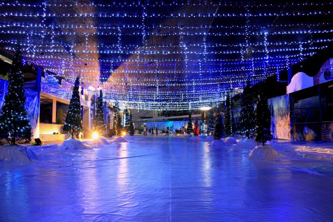 Khung cảnh lãng mạn dịp Giáng sinh tại Công viên Hồ Tây.