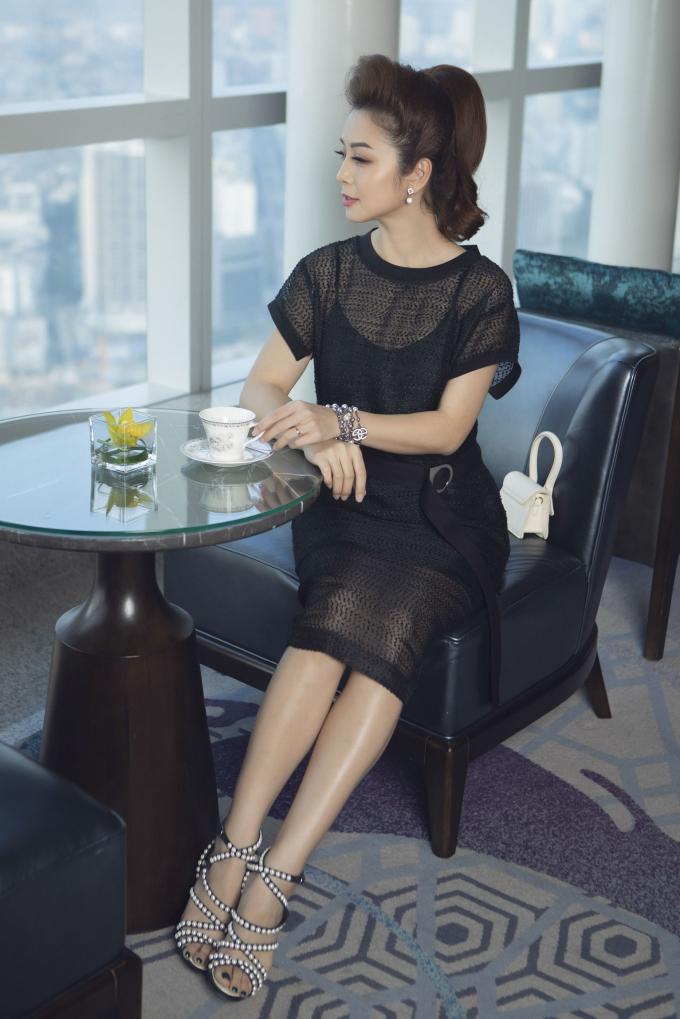 Jennifer Phạm thanh lịch cuốn hút trong BST mới