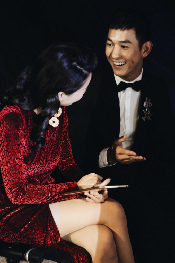 Song Luân lần đầu dẫn chương trình cùng MC Quỳnh Chi