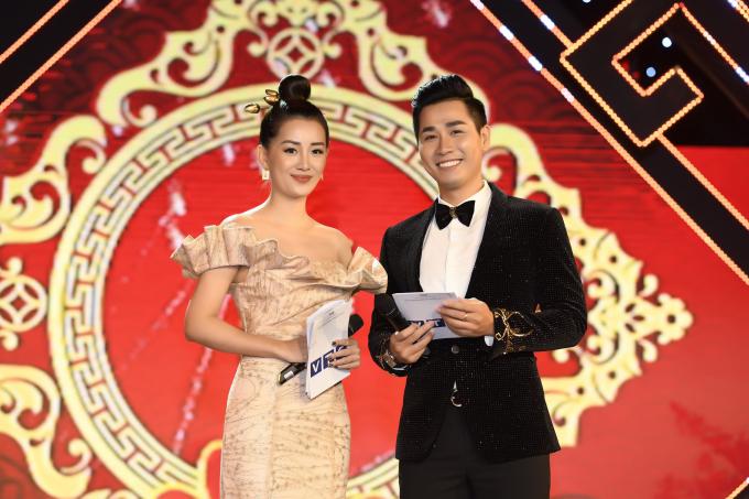 Nguyên Khang – Quỳnh Chi, người Nam người Bắc, là cặp dẫn chương trình rất đẹp đôi và ăn ý trên sân khấu. Khi dẫn chương trình, Nguyên Khang chủ động dìu Quỳnh Chi vì cô mặc váy dạ hội lộng lẫy có tà dài.