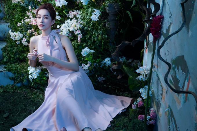 Thương hiệu thời trang Elise tiếp tục khiến bao người say đắm với những khoảnh khắc mới tuyệt vời từ BST Xuân Hè.