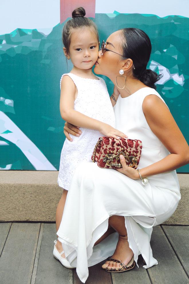 Đoan Trang và con gái.
